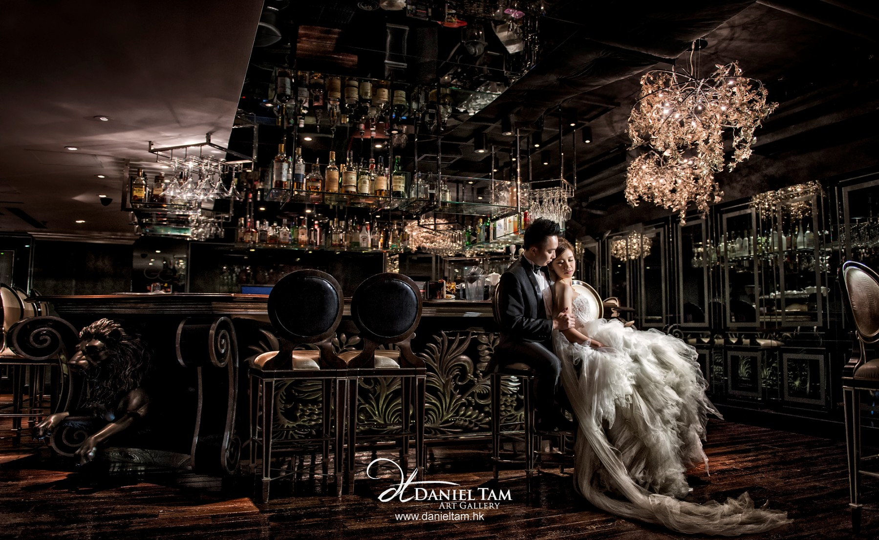 Engagement Shoot in a Nice Bar in Hong Kong