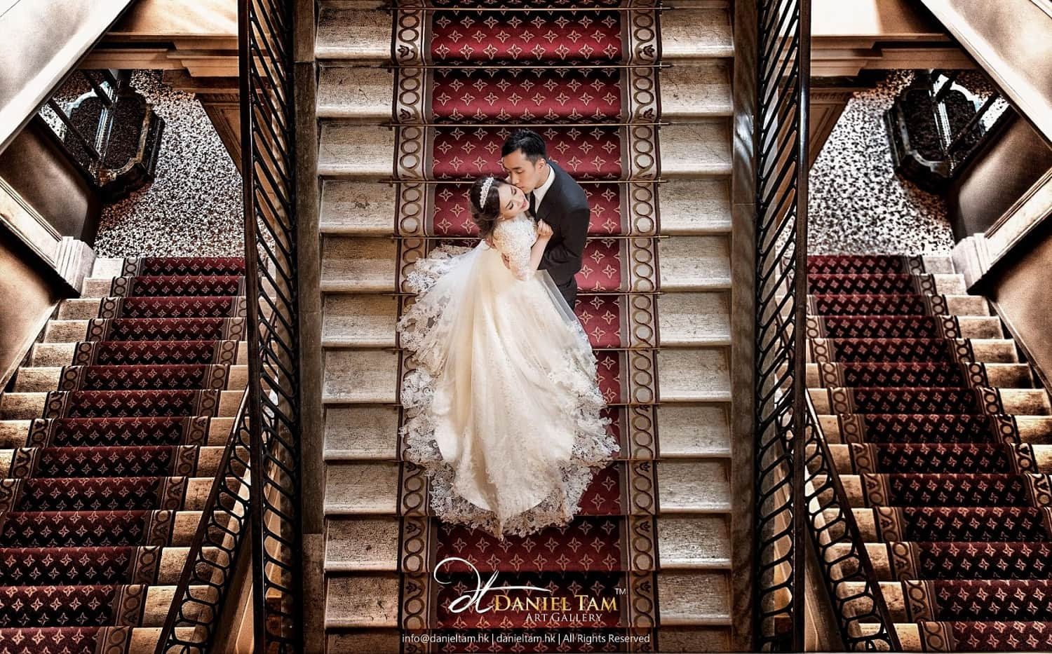 kelly-and-toby-venice-prewedding-nice-hotel-stair-many-good-composition-in-europe-e1486119139563-min